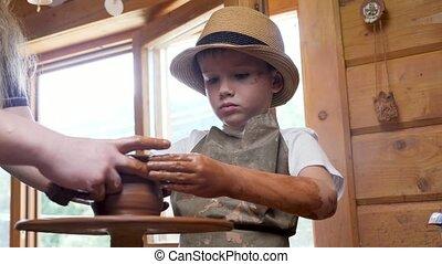 prof, sculpter, shaping., portion, argile, créatif, enseigne, craft., céramique, enfant, atelier, potier, studio., art, fabrication poterie, gosse, métier, artiste