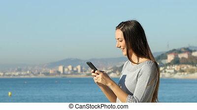 profil, téléphoner femme, texting, plage