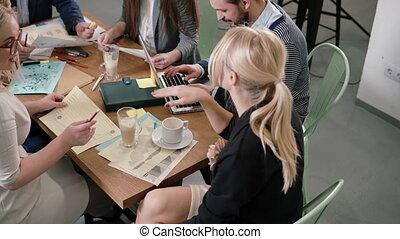 project., business, bureau., moderne, démarrage, créatif, détails, femme, équipe, table, explique, éditorial
