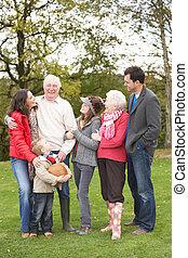 prolongé, groupe, famille, campagne, promenade, par