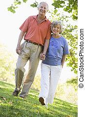promenade, couple, personne agee