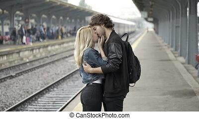 proverbe, sien, train, jeune, partir, onduler, station, revoir, petite amie, baisers, homme, avant