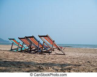 quatre, chaises, plage, pont