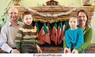 quatre, devant, cheminée, famille, séance