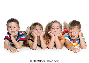 quatre enfants, préscolaire, plancher