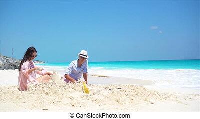 quatre, famille, exotique, sable, confection, plage château