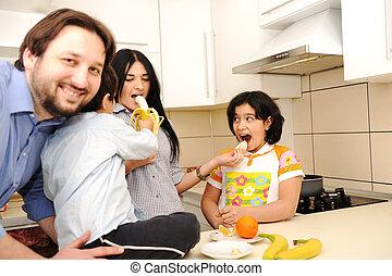 quatre, heureux, membres, famille, cuisine