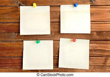 quatre, mur, notes, vide