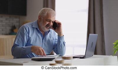 questions, fonctionnement, appeler, maison, calculer, téléphone, consultant, client, comptable, mâle, distantly, répondre