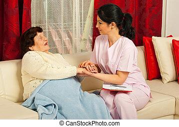 réconfortant, infirmière, femme, malade, personnes agées