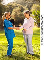 récupération, patient, femme, salutation, personne agee, infirmière