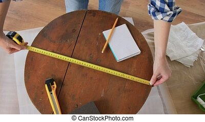 rénovation, mesurer, femme, règle, table