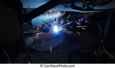 réparation, garage., cars., ouvrier, soudeur, soudure