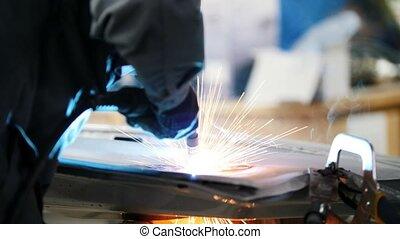 réparation, service, voiture, industrial:, ouvrier, détail, haut fin, soudure