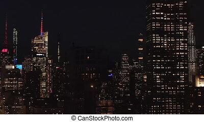 résidentiel, derrière, nouveau, manhattan, disparaître, bâtiment, iconique, bureau, nuit, aerial:, york, large, empire, condominiums, état, midtown, bâtiments, vue, stupéfiant, ville