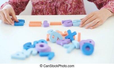 résoudre, nombres, tâche, peu, utilisation, math, girl