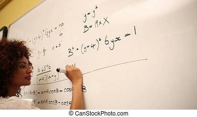 résoudre, problème maths, intelligent, étudiant