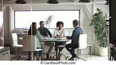 réunion, partenaires, ou, négocier, collègues, divers, moderne, poignée main, salle