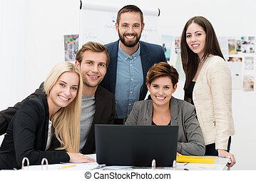 réussi, multiethnic, equipe affaires