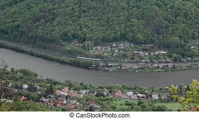 rail., dépassement, région montagneuse, train, beau, paysage montagne, rivière, village, stream., vallée, tchèque, gentil, localisé