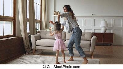 ravi, tordre, enfant, danse, peu, mother.