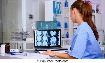 rayon x, aide, uniforme, numérique, docteur, monde médical, examiner, compétence