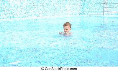 recourir piscine, garçons