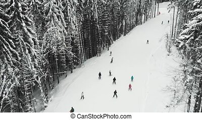 recours, skieurs, montagne, cavalcade