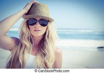 regarder, élégant, appareil photo, blond