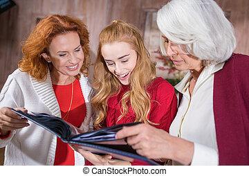 regarder, album photo, famille