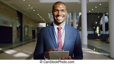 regarder, appareil photo, homme affaires, 4k, bureau, moderne