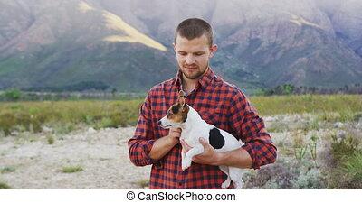 regarder, bras, sien, appareil photo, chien, caucasien, homme