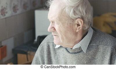 regarder, fenêtre, appareil photo, vieux, grand-père