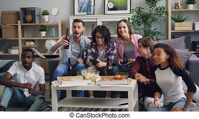 regarder, filles, quoique, applaudissement, bière, jeu, fête, vidéo, boire, types, jouer