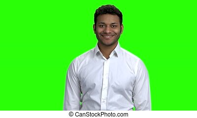 regarder, homme affaires, sourire, indien, appareil-photo.