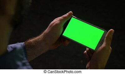 regarder, média, écran, contenu, téléphone, vert, intelligent, homme