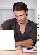 regarder, ordinateur portable, sien, homme