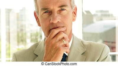 regarder, pensée, appareil photo, homme affaires