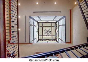 regarder, plafond, pour, haut, cage escalier
