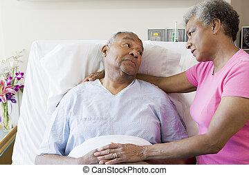 regarder, sérieux, hôpital, couple, personne agee