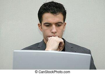 regarder, sérieux, ordinateur portable, sien, homme