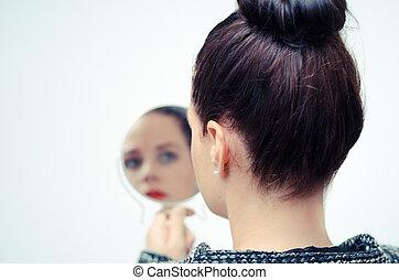 regarder, soi, femme, reflet, miroir