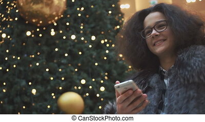 regarder, téléphone, girl, jeune, conversation