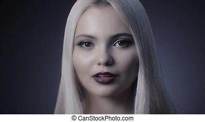 regards, sexy, attentivement, blond, appareil photo