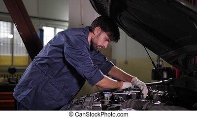remplacer, spécialiste, filtre, réparation auto, huile, voiture