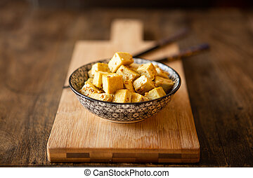 remuer, tofu, essayer, bol, seeds., curry, sésame