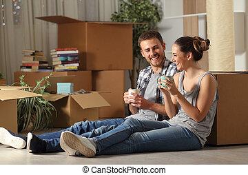 reposer, couple parler, maison mobile, heureux