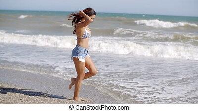 ressac, espiègle, femme, plage, jouer