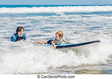 ressac, sien, voyage, ou, père, jeune, fils, comment, holiday., concept, vacances, mer, enseignement, sports, enfants