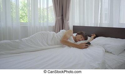 reveil, homme, despite, sien, haut, horloge, sillage, téléphone, il, jeune, bed., sonner, can't
